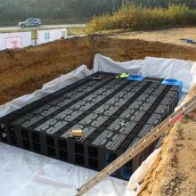 Entwässerungsmaterial eingesetzt im ausgehobenem Graben