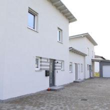 Moderne Reihenhäuser erstellt durch die Fa. Andreas Bauer GmbH in Mitterskirchen aus einem anderen Blickwinkel
